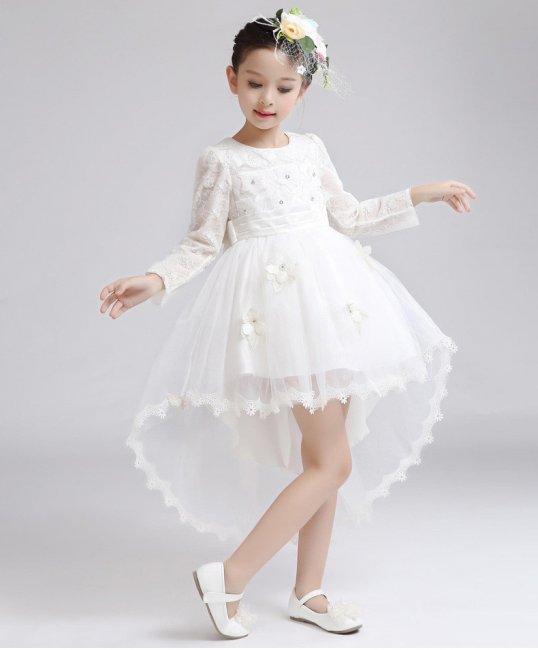Короткое платьице со шлейфом