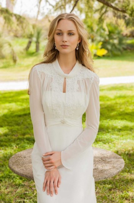Стильное платье прямого фасона