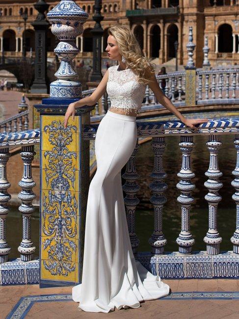 Элегантное сочетание - топ и прямая юбка