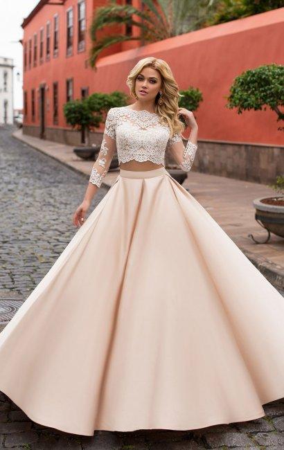 Великолепное сочетание цветов и тканей в свадебном наряде
