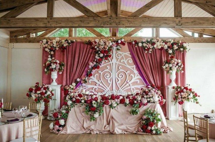 Свадьба в темно-розовых тонах