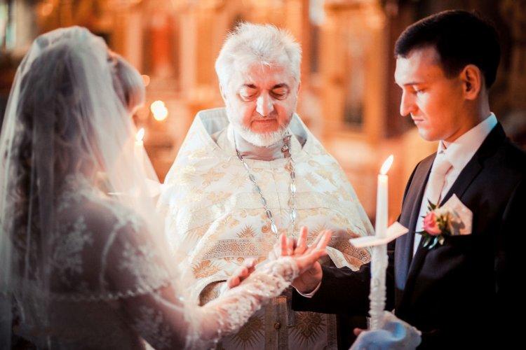 Пара на венчании