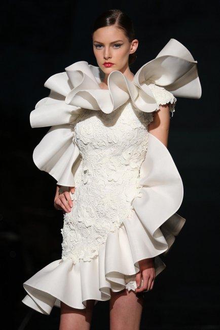 Избыток украшений на свадебном платье