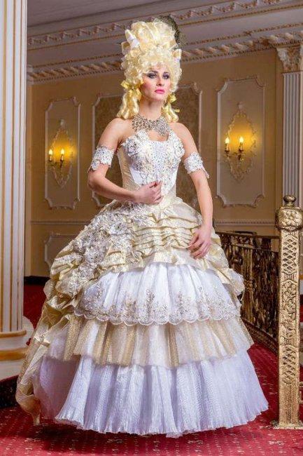 Чрезмерно украшенное свадебное платье