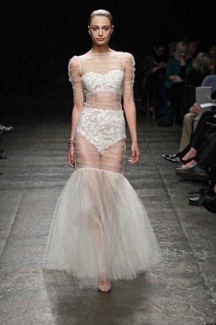 Откровенное свадебное платье