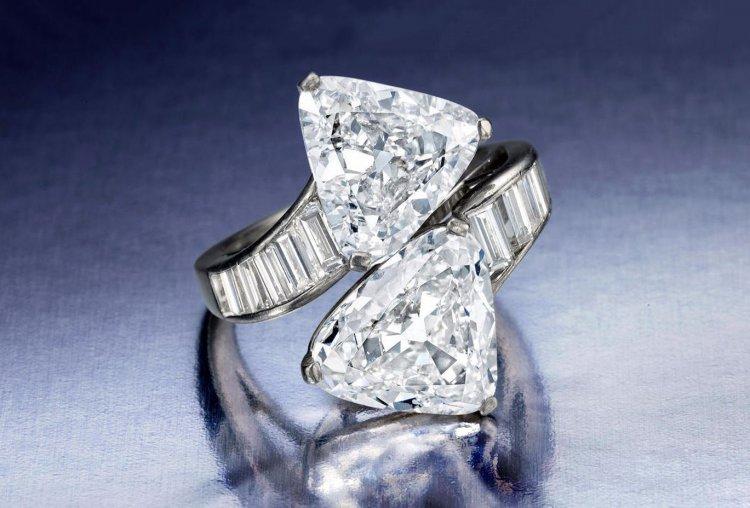 Дорогое бриллиантовое кольцо