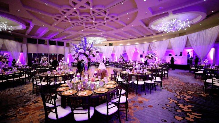 Красивый декор свадебного зала
