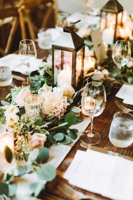 Декор стола с живыми цветами