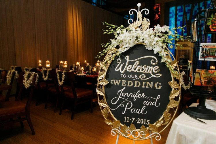 Грифельная доска в декоре свадебного зала