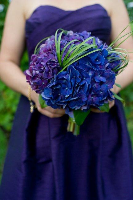 Свадебный букет с синими цветами