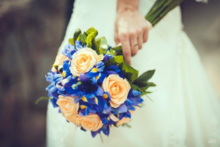Свадебный букет из ирисов