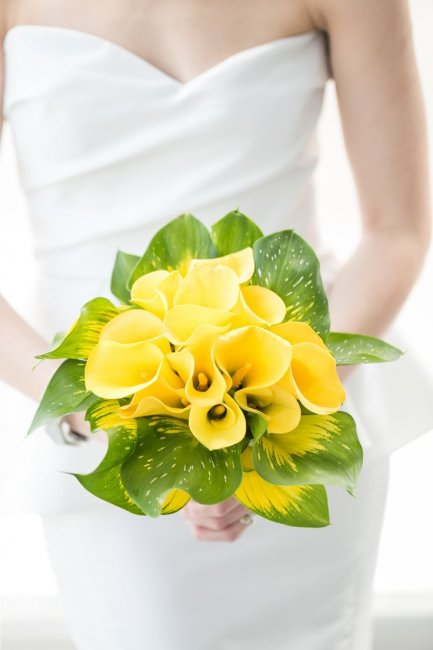 Букет невесты из желтых калл