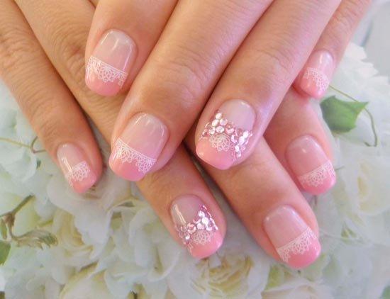 Красивый маникюр в розовом цвете