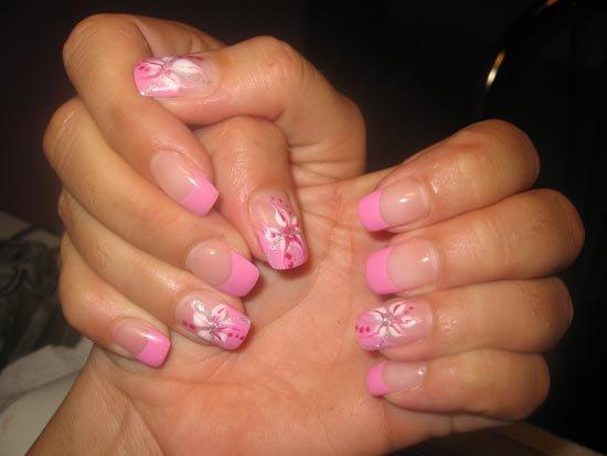 Немного розовых оттенков на ногтях