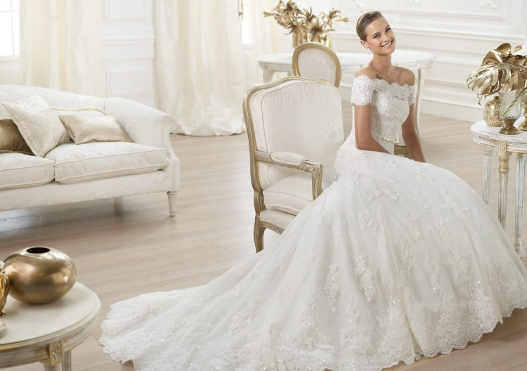 93d4564a6e6 Свадебные платья для невысоких девушек  модели