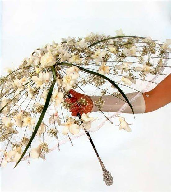 Свадебный зонт с цветами и листьями