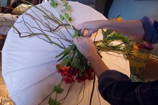 Украсьте зонт цветами
