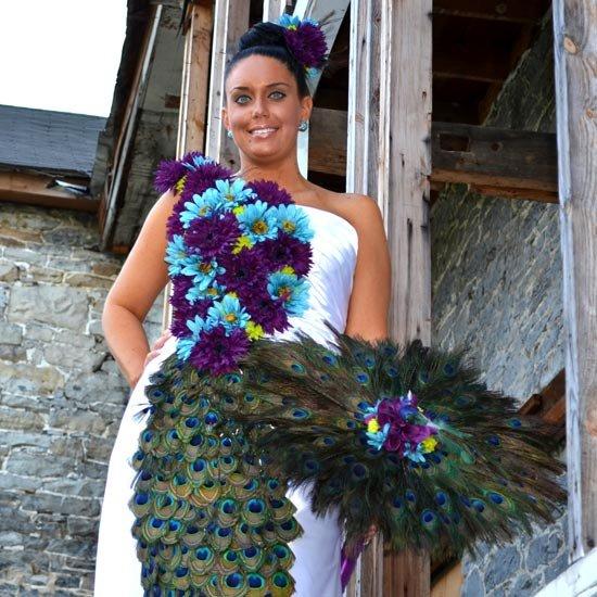 Зонт невесты с павлиньими перьями
