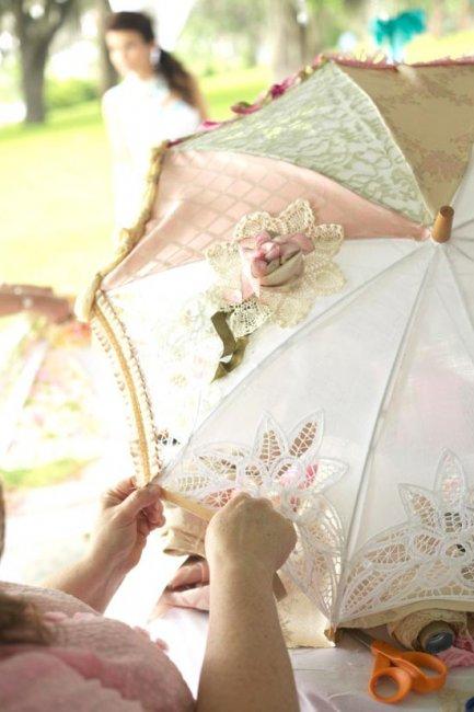 Свадебный зонт, украшенный шитьем и кружевом