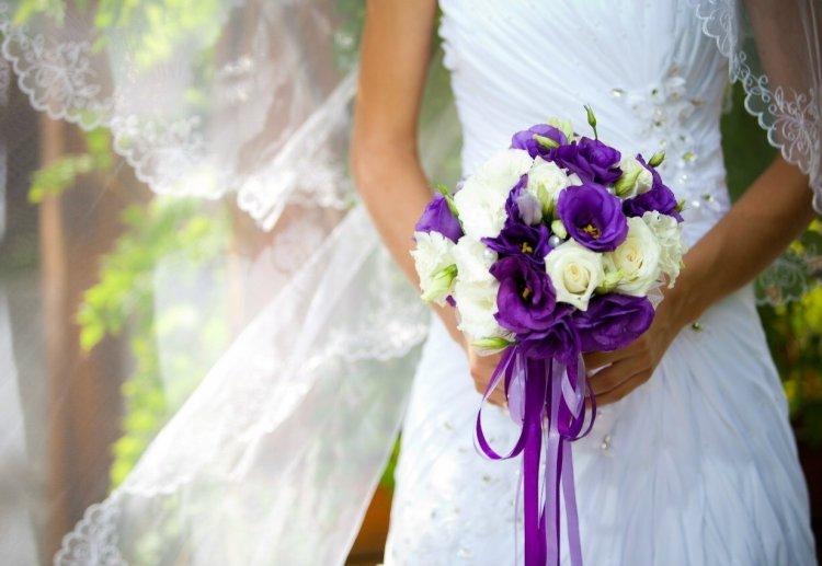 Фиолетовый букет на свадьбу