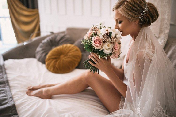 свои свадебные фото первой брачной ночи стулья