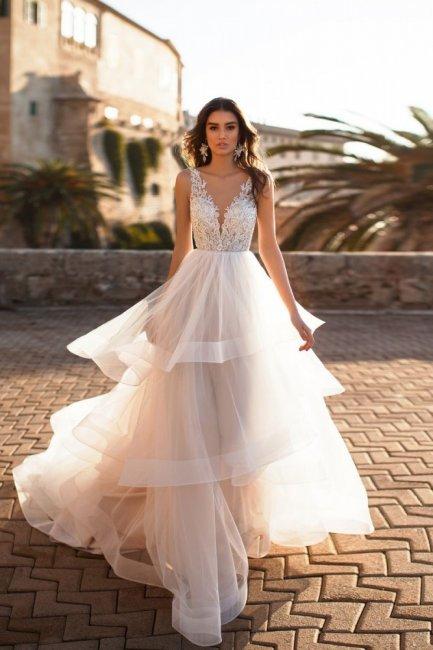 ac68841b5d1 Свадебные платья 2019  модных тенденций и новинки (фото)