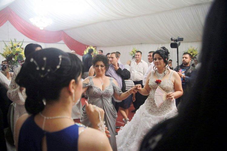 Секс цыганские первая брачная ночь пизды бритой