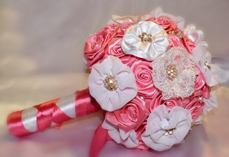 19146.750x515.1547198866 Свадебный букет своими руками. Как сделать букет невесты из атласных лент? Свадебный букет из роз, пионов, тюльпанов