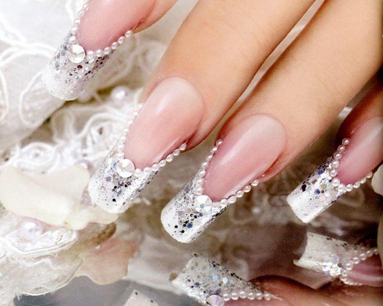 Нарощенные ногти и объемный дизайн