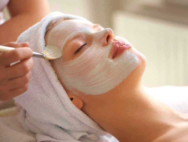 Процедуры питания кожи в салоне