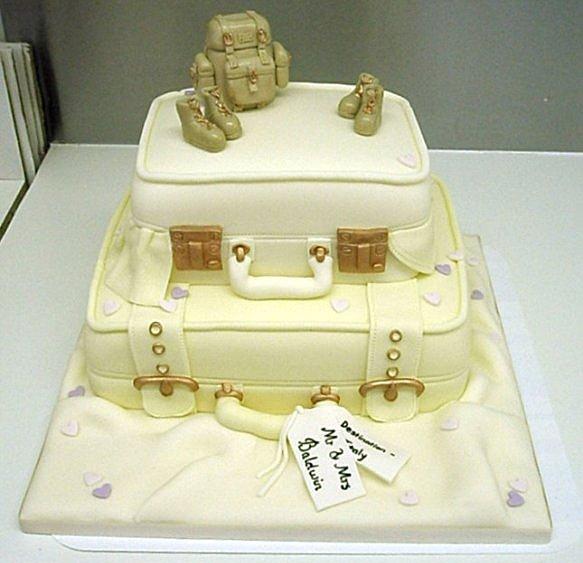 Свадебный торт в форме чемодана