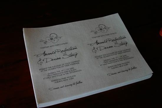 Распечатанные листы пригласительных