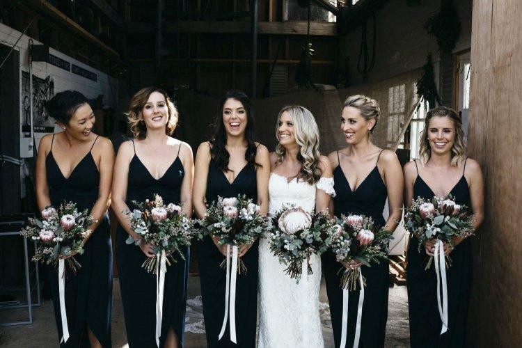Черные платья подружек невесты