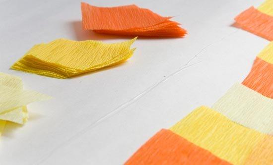 Нарежьте детали из крепированной бумаги