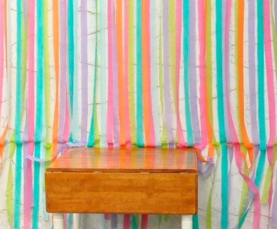 Красочный фон из крепированной бумаги