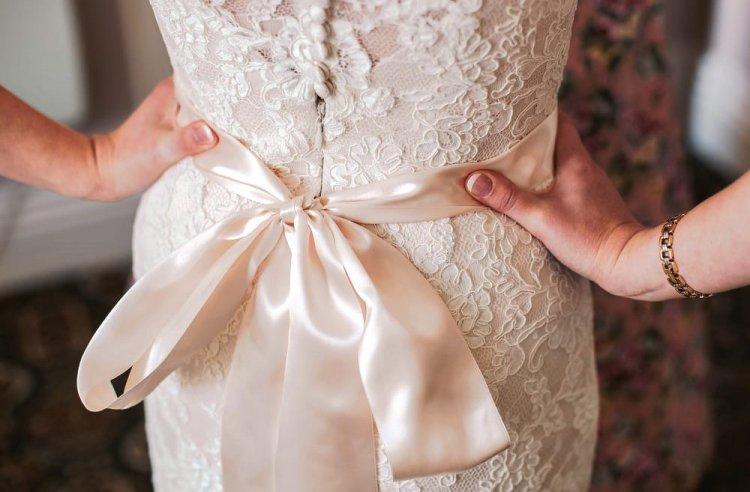 Как украсить свадебное платье своими руками