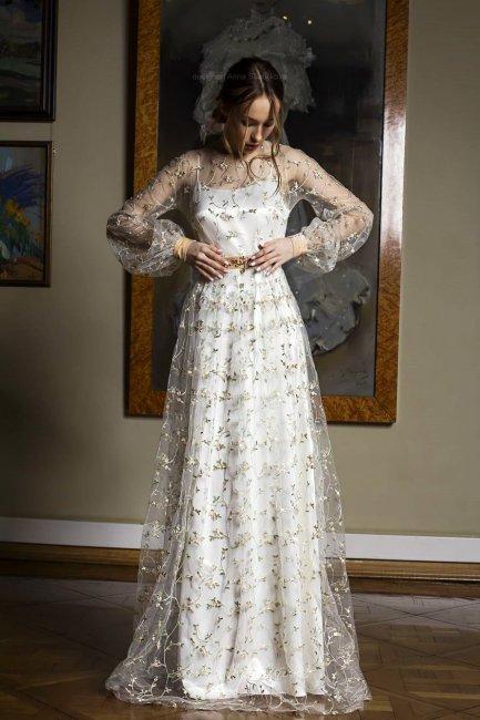 Платье с цветной вышивкой