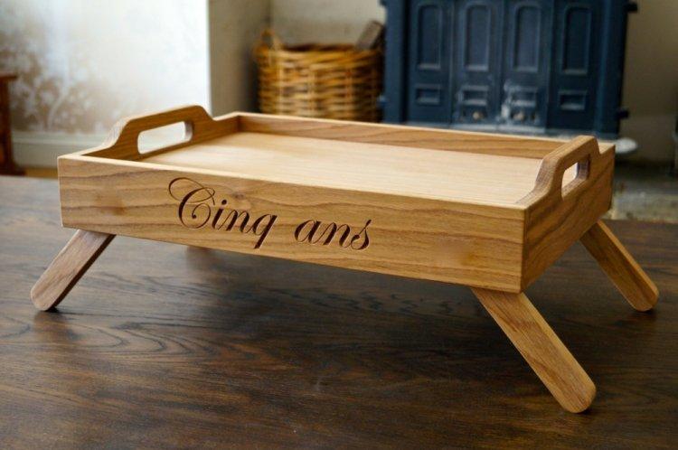 Столик для завтрака в постели на деревянную свадьбу