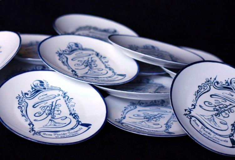 Росписные тарелки для фаянсовой годовщины