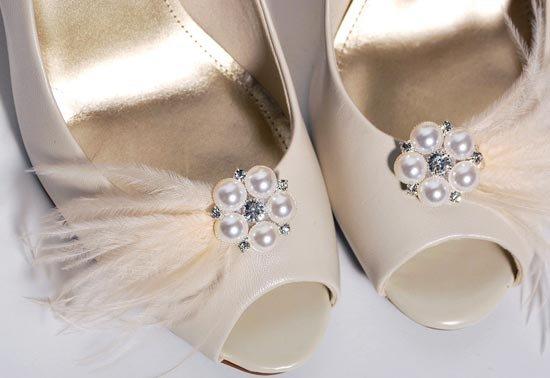 Нежные бантики на свадебные туфли