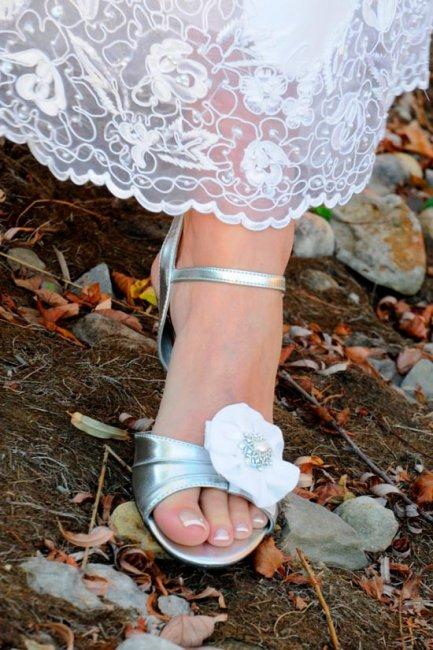 Милые свадебные босоножки