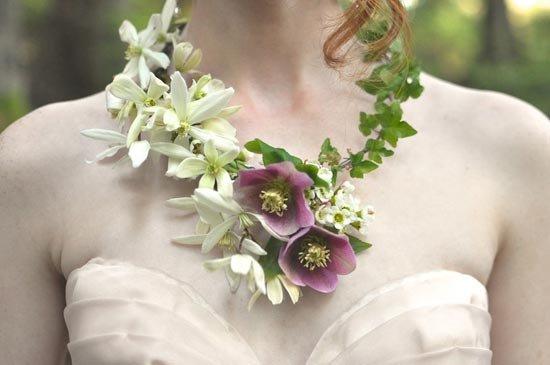 Ожерелье из цветов на свадьбу