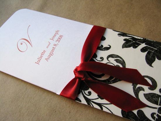 Программа свадьбы, перевязанная лентой