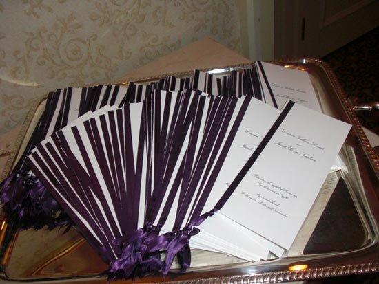 Программа свадьбы, украшенная в цвете торжества