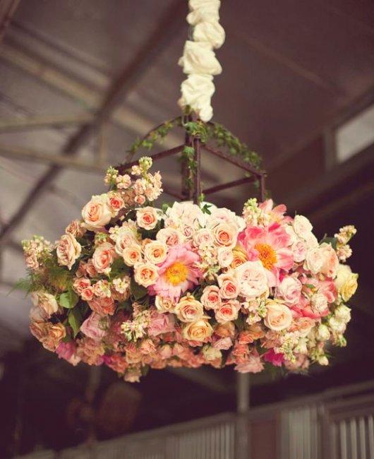 Подвесное украшение из цветов