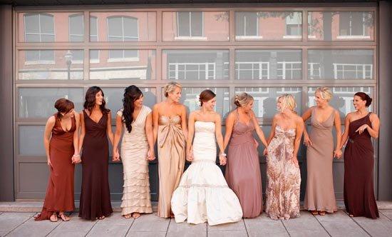 Разные платья подружек