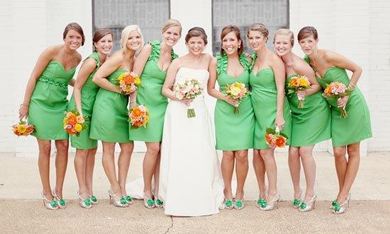 Один цвет и разный фасон платьев
