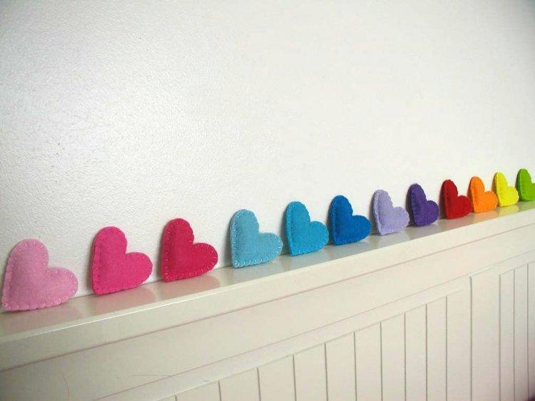 Разноцветные фетровые сердца