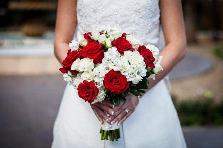 Свадебный букет, свадебный букет в бело красном цвете