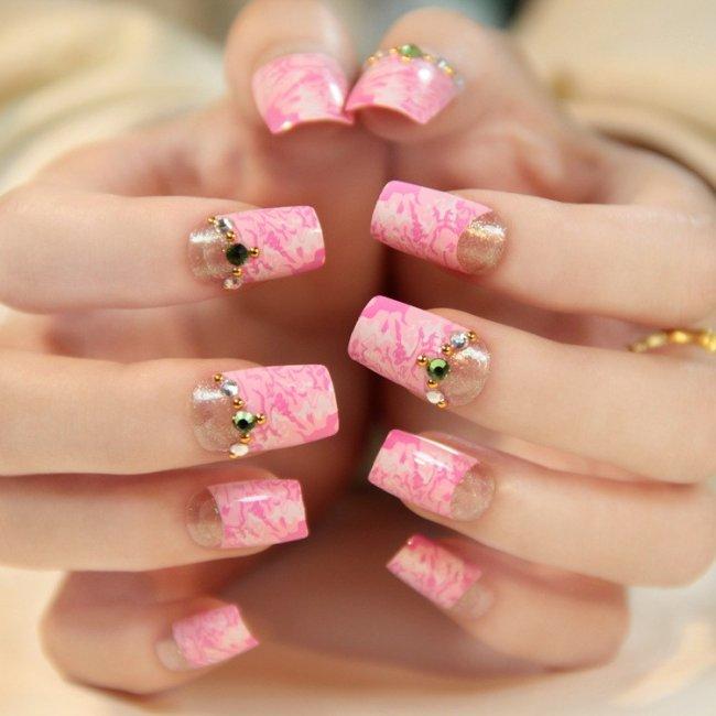 Розовый маникюр невесты